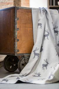Decke mit Hirschen Fussenegger